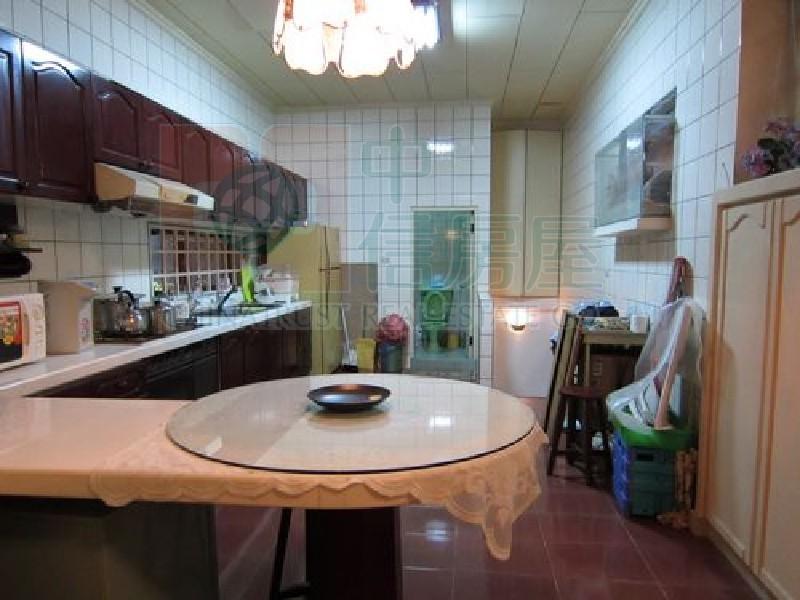 買屋賣屋租屋中信房屋-E502市區透天別墅