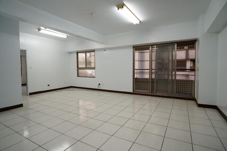 電梯住宅-新鳳凰城2F(車位)-臺中市西屯區河南路2段