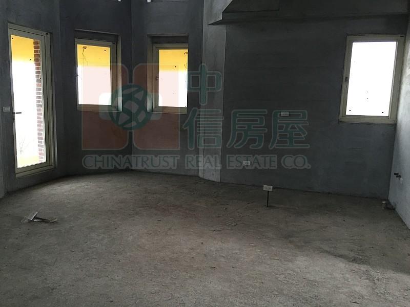 買屋賣屋租屋中信房屋-813安農路雙面路電梯農舍