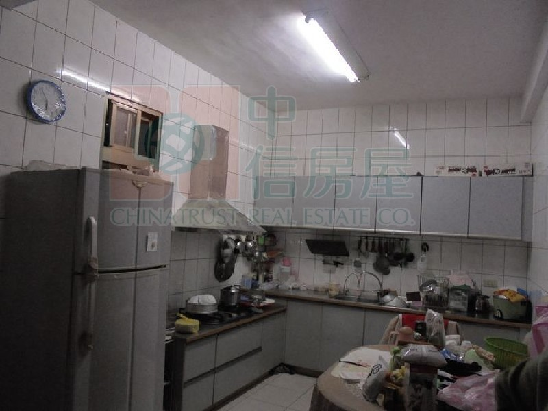 買屋賣屋租屋中信房屋-八大學區田型透天