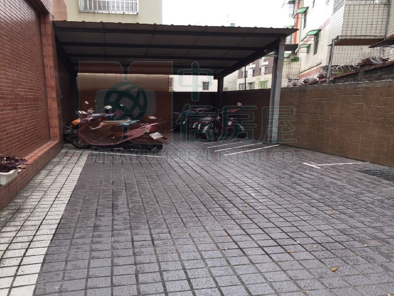 買屋賣屋租屋中信房屋-大元國小熱鬧金店
