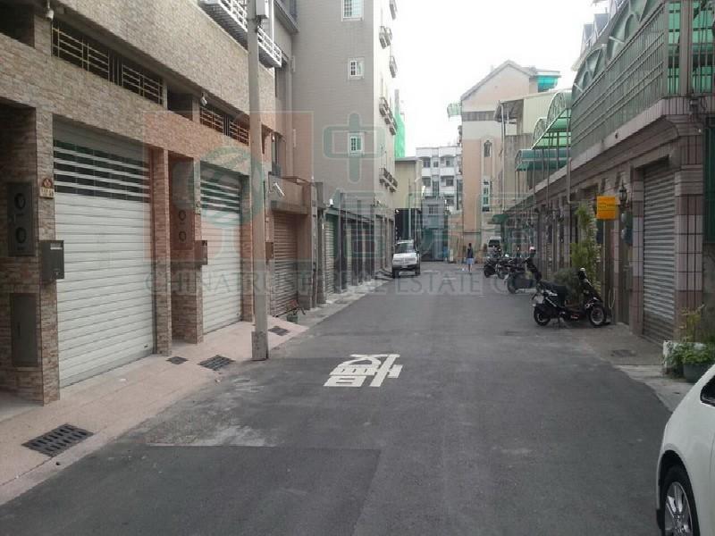 買屋賣屋租屋中信房屋-賢北國小全新雙車墅2