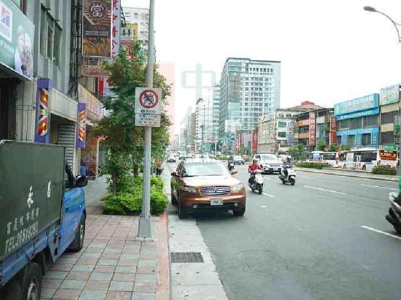 買屋賣屋租屋中信房屋-南京三角窗一樓