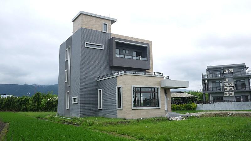 買屋賣屋租屋中信房屋-867華德福全新大器農舍