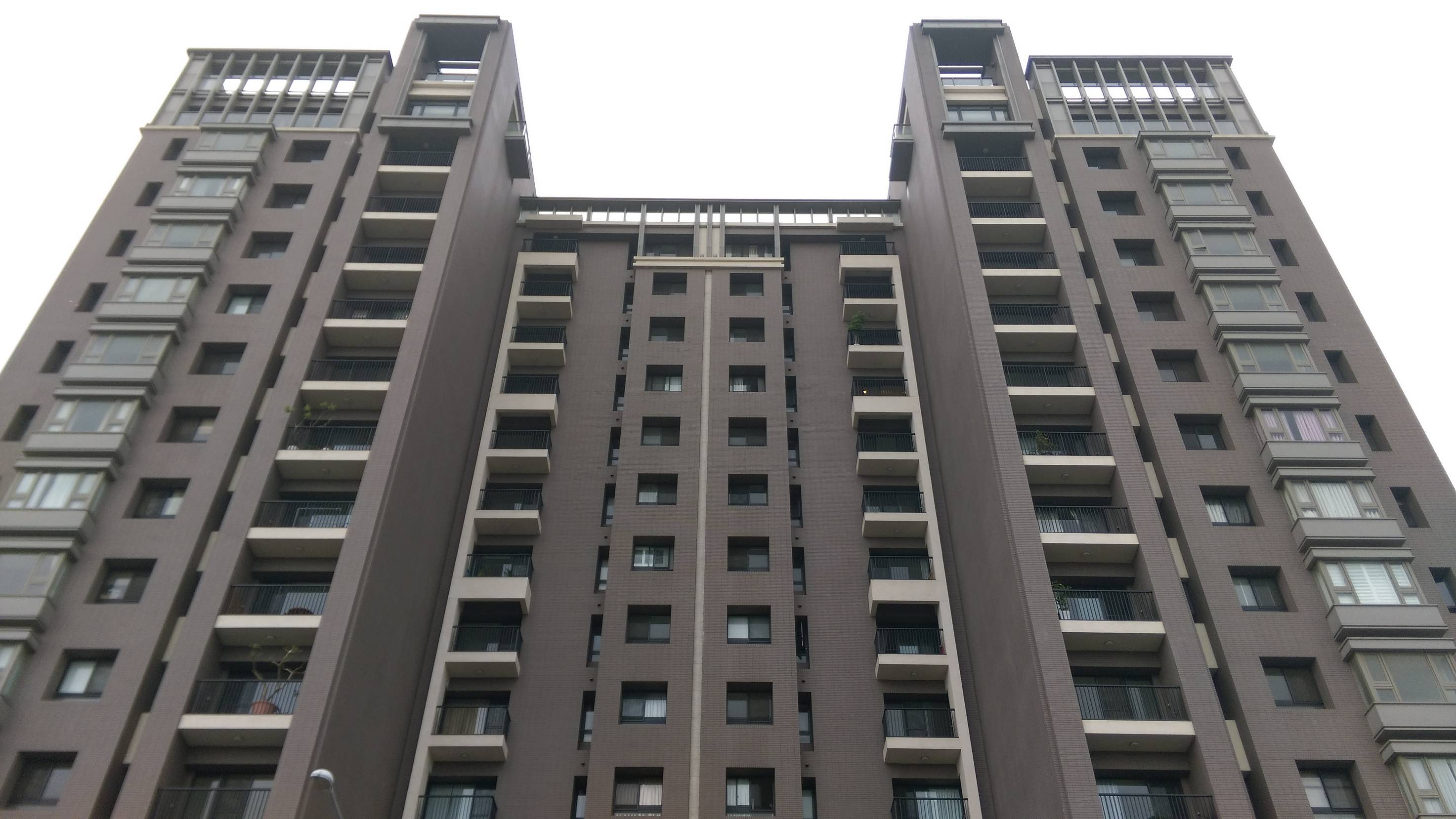 電梯住宅-新業睿智中高樓四房-臺中市西屯區漢翔路