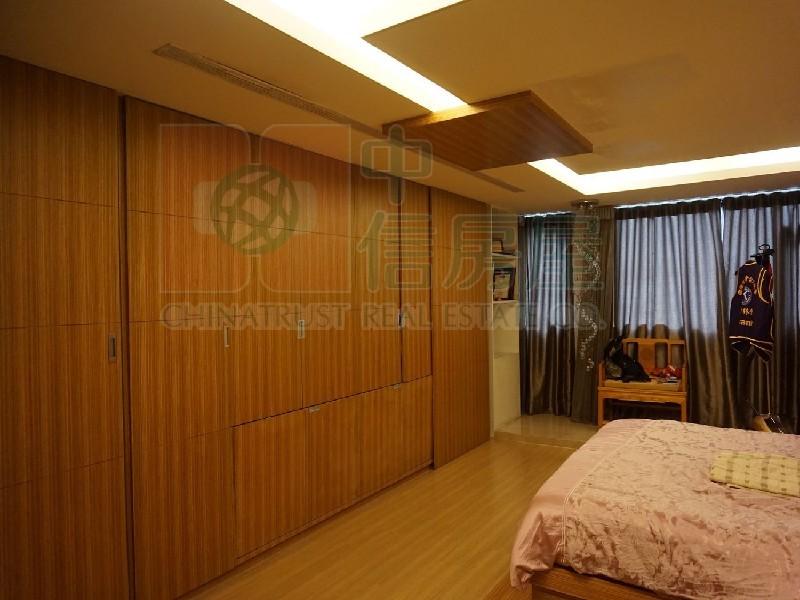 買屋賣屋租屋中信房屋-E001稀有電梯別墅