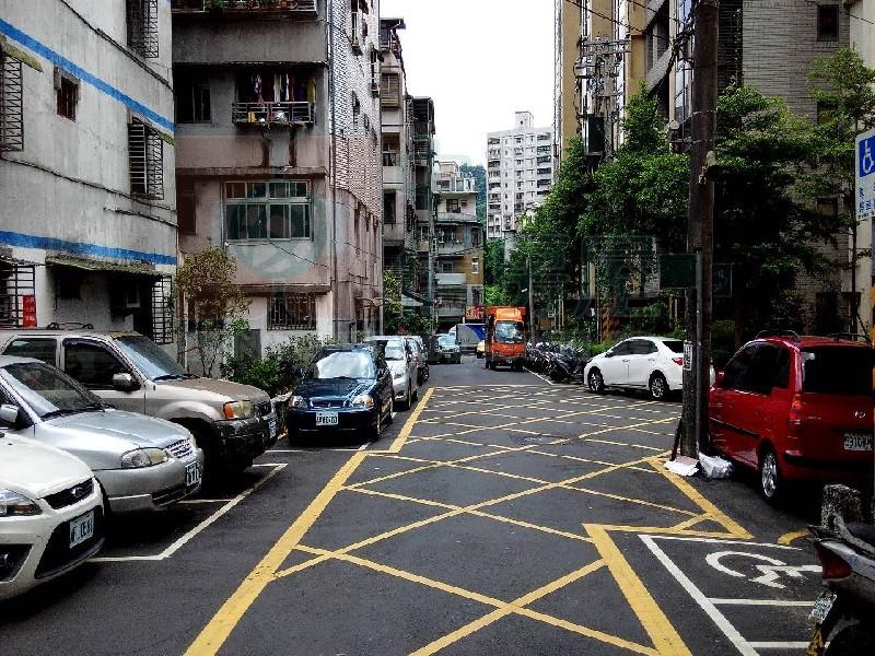買屋賣屋租屋中信房屋-C-44亞洲邊間2樓
