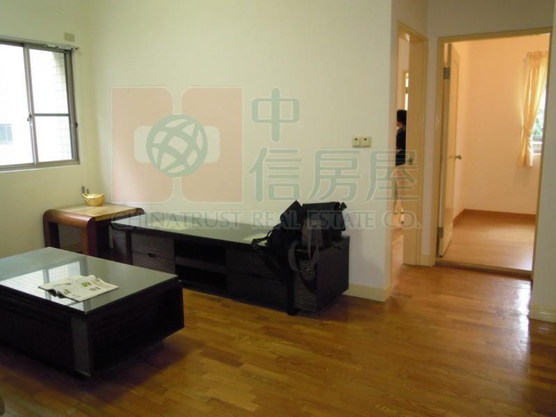 買屋賣屋租屋中信房屋-現代名園2房+露台
