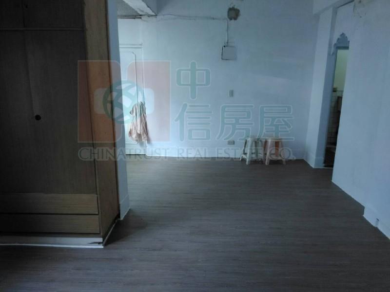 買屋賣屋租屋中信房屋-1047自強(頂樓違建)