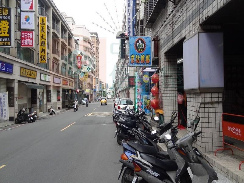 買屋賣屋租屋中信房屋-D-66光明街店面