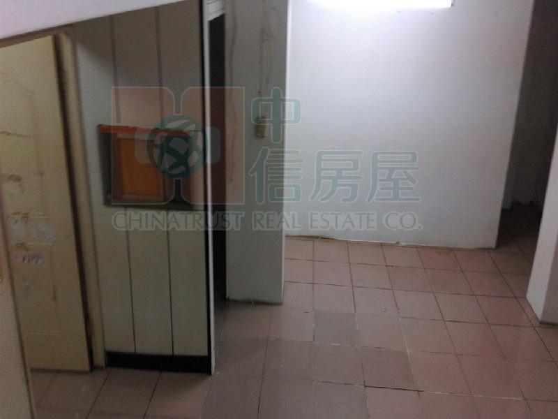 買屋賣屋租屋中信房屋-DZ05新莊鴻金寶三角金店