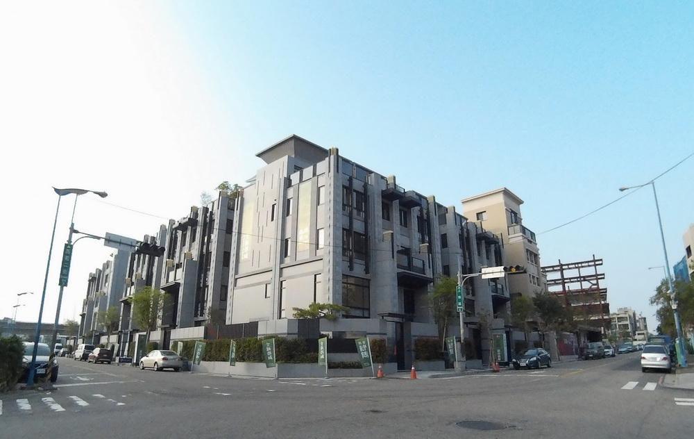 買屋賣屋租屋中信房屋-12期綠雋電梯別墅 2