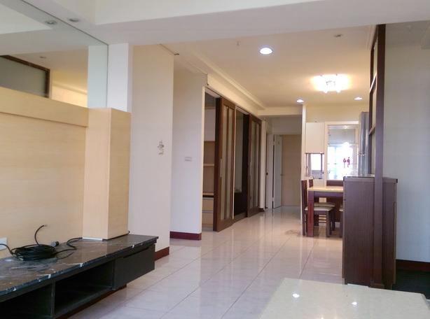電梯住宅-安平五期明亮3+1房景觀車寓-臺南市安平區育平五街