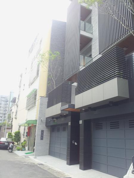 買屋賣屋租屋中信房屋-[澄581-03]高鐵~全新電梯豪墅