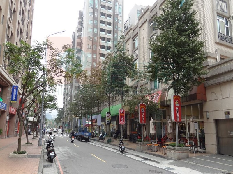 買屋賣屋租屋中信房屋-D-135國學街透店