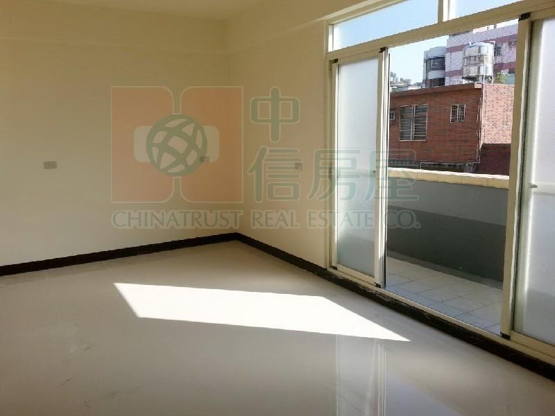 買屋賣屋租屋中信房屋-興二街2樓3車庫別墅