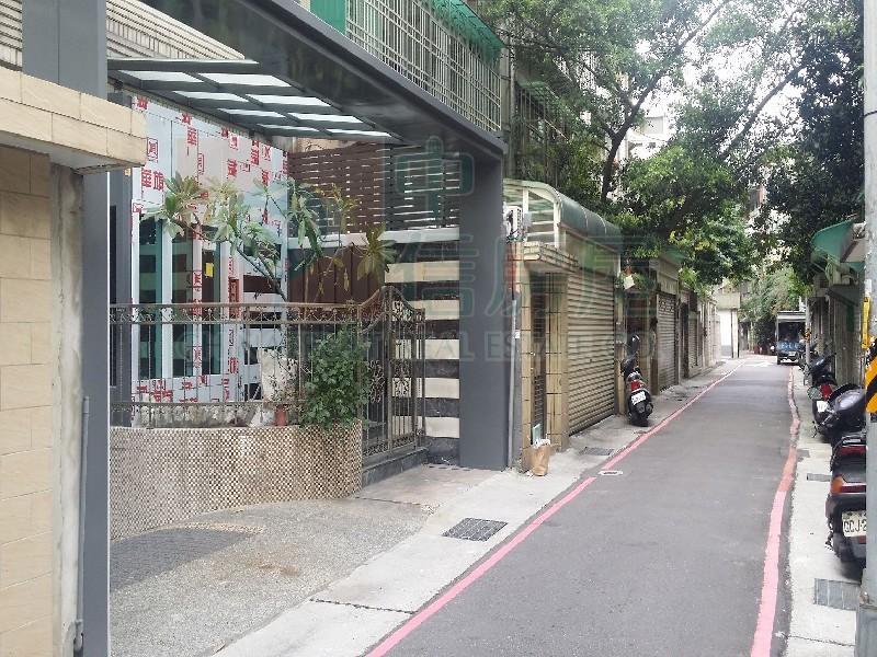 買屋賣屋租屋中信房屋-森林公園靜巷一樓