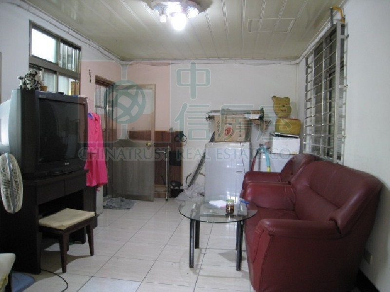 買屋賣屋租屋中信房屋-1051新泰邊間2樓投資屋